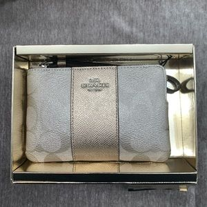 COACH- NWT Boxed corner zip wristlet in canvas